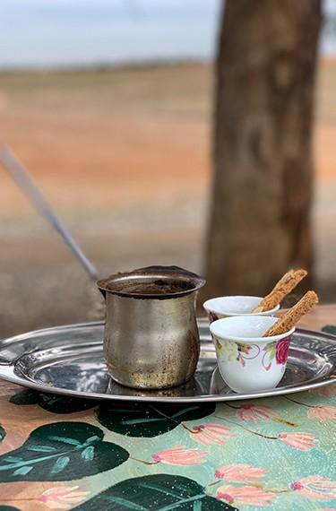 פינג'אן קפה שחור ועוגיות מושלמות בשמורה 215, פורה