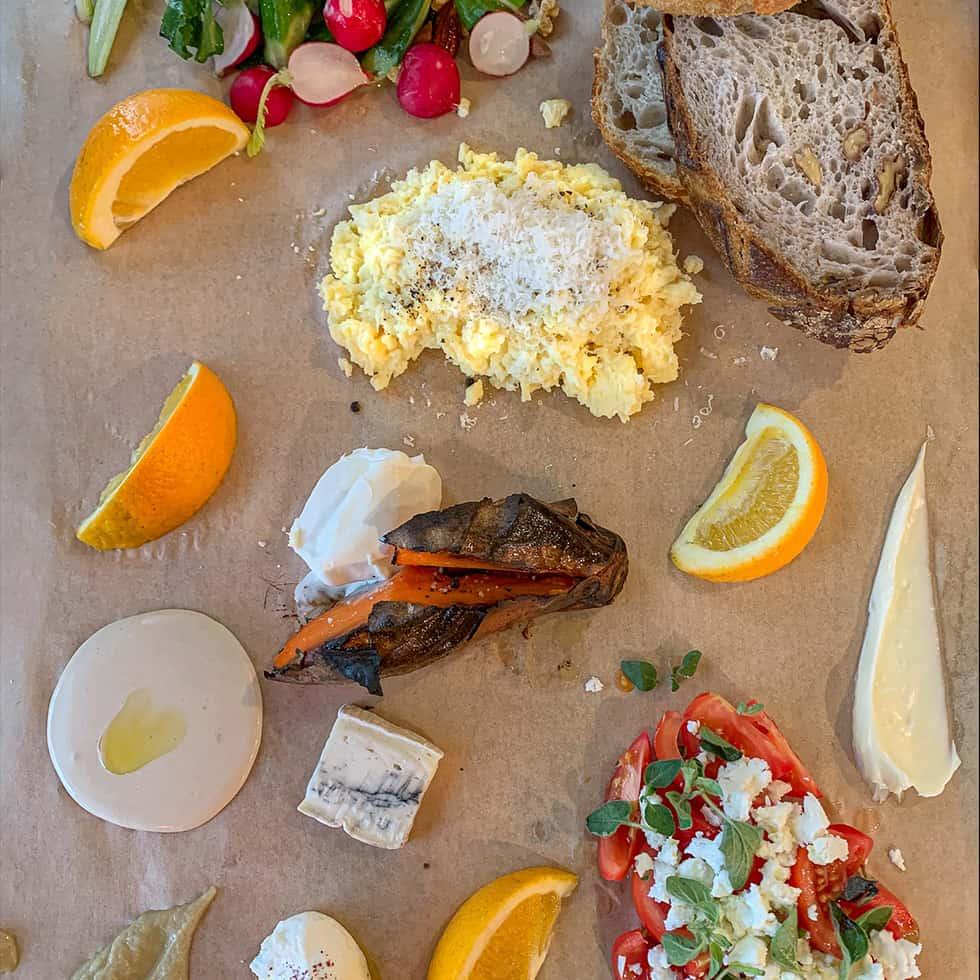 בוצ'ר ארוחת הבוקר, מנת הבית של מסעדת אלחנן תרבות לחם, בכניסה לקיבוץ משמרות