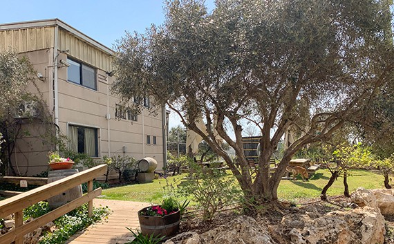 מרכז המבקרים של יקב יזרעאל, ישוב חנתון