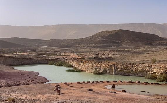 אגם במחצבת אבן רוח מים במכתש רמון