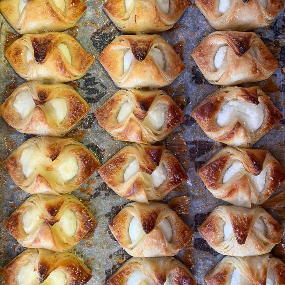 גביניות במאפיית מרציפן המהוללת בשוק מחנה יהודה בירושלים