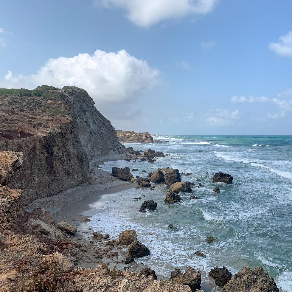 הנוף לים מהצוקים של שמורת טבע חוף גדור