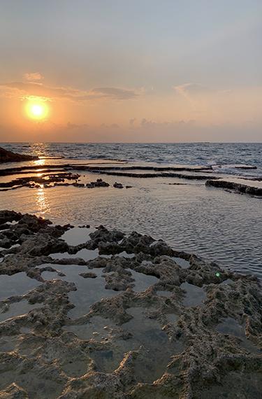 שקיעה יפהפיה בחוף אכזיב בגליל המערבי