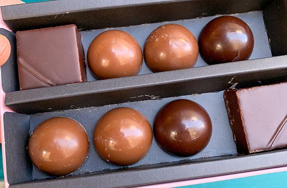 פרלינים משובחים בחנות השוקולד החדשה גוסטלבשוק מחנה יהודה בירושלים