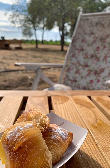 תמונה של מאפה ספוליאטלה בעגלת הקפה פטיט קפה בצור משה