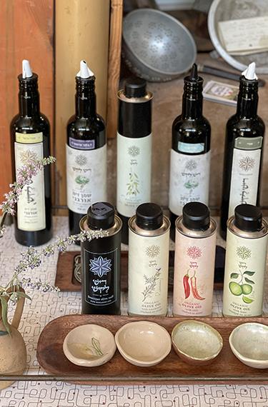 בקבוקי שמן הזית המאויירים של בית בד ריש לקיש ביישוב ציפורי