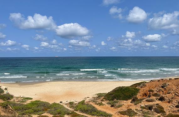 רצועת החוף המהממת בשמורת טבע חוף גדור